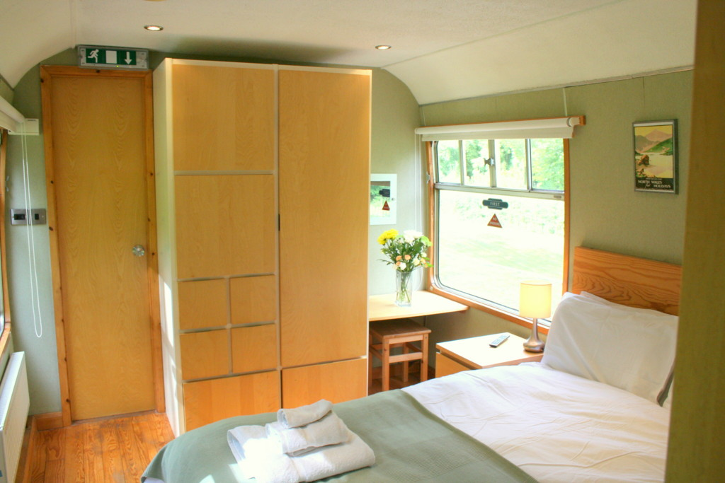 4 C2 Master Bedroom Railway Station Cottages